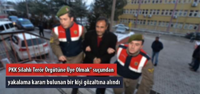 """""""PKK Silahlı Terör Örgütüne Üye Olmak"""" suçundan yakalama kararı bulunan bir kişi gözaltına alındı."""