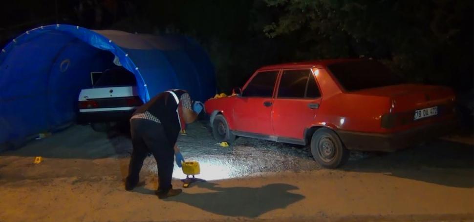Otomobile yerleştirilen patlayıcı infilak etti: 2 yaralı
