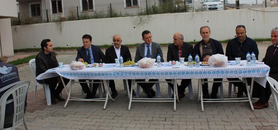 Barış Mahallesi Sakinleri Asfalt Şantiye Amirliği ekiplerini Yemekte Ağırladı