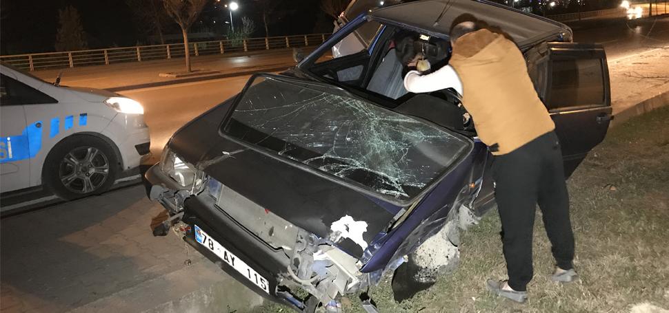 Kaza yapan sürücü otomobilini bırakıp kaçtı