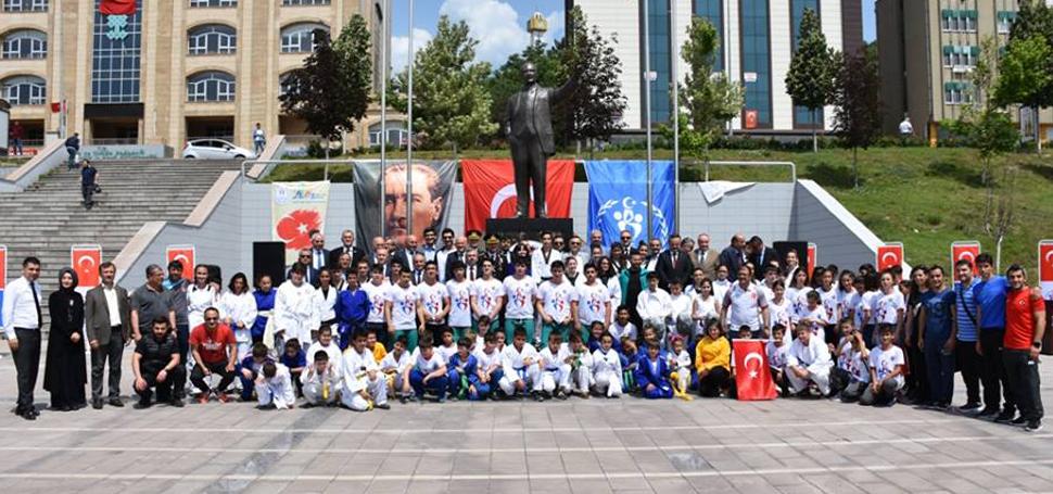 19 Mayıs Atatürk'ü Anma ve Gençlik Bayramı Kutlandı