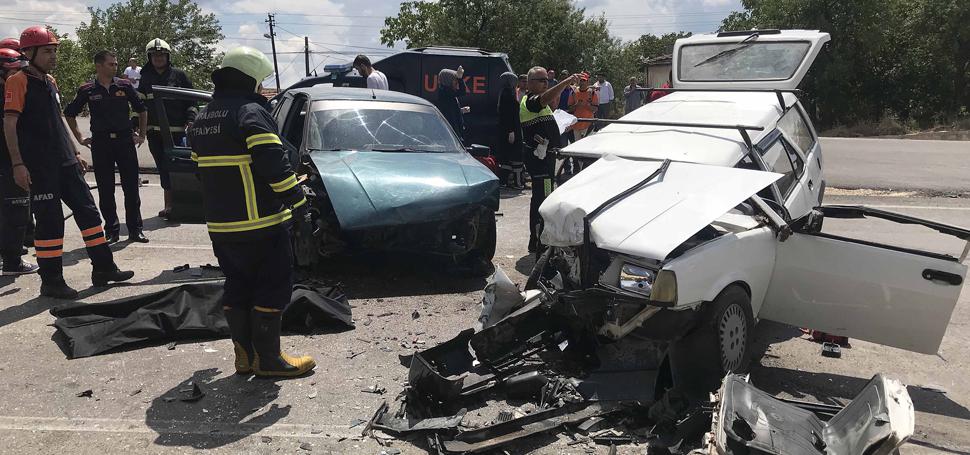 Karabük'te iki otomobil çarpıştı: 1 ölü, 7 yaralı
