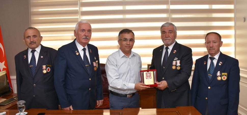 Kıbrıs Gazileri Vali Kemal Çeber'i Ziyaret Etti