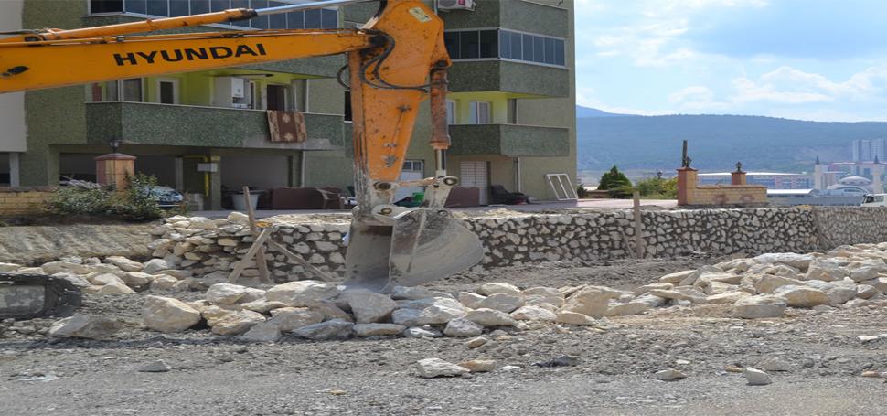 Karabük Belediyesi Taş Duvar Örme Çalışmasına Devam Ediyor