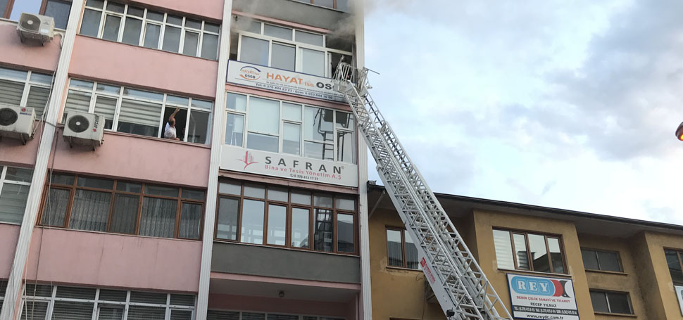 Karabük'teki bir iş yeri, çıkan yangında kullanılamaz hale geldi