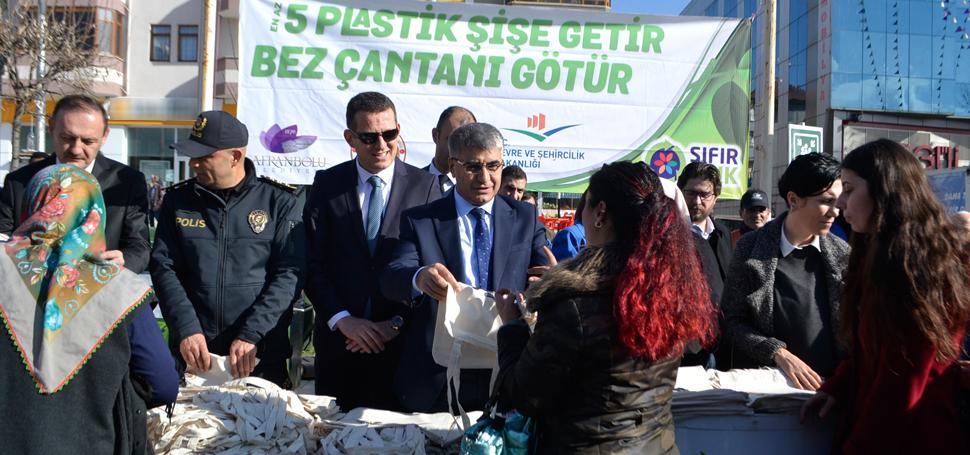 """""""20 DAKİKADA 11 BİN PLASTİK ŞİŞE TOPLANDI"""""""