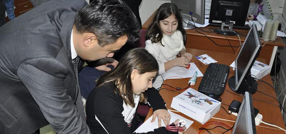 Öğrenciler robotik kodlama öğreniyor