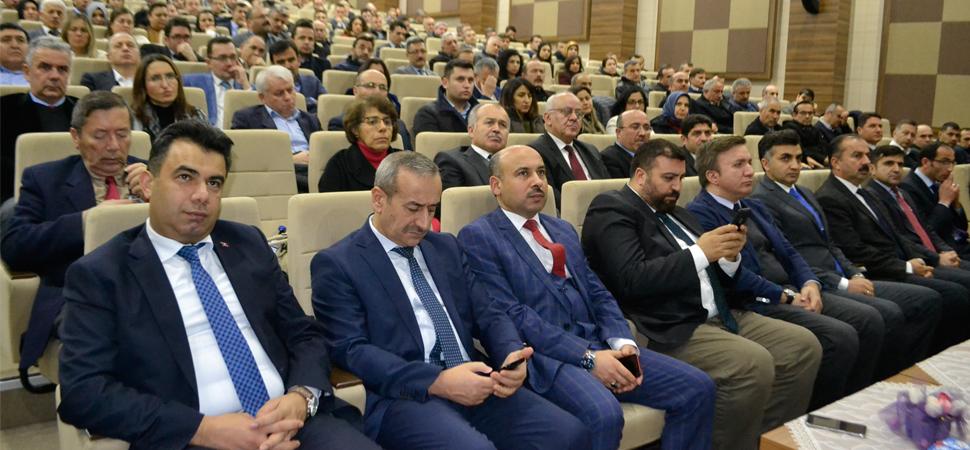 Milli Eğitim Bakanı Ziya Selçuk Safranbolu'daki seminere telefonla bağlandı