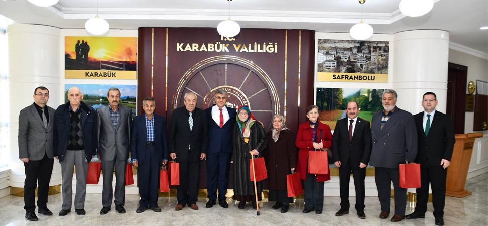 """VALİ GÜREL'E """"YAŞLILAR HAFTASI"""" ZİYARETİ"""