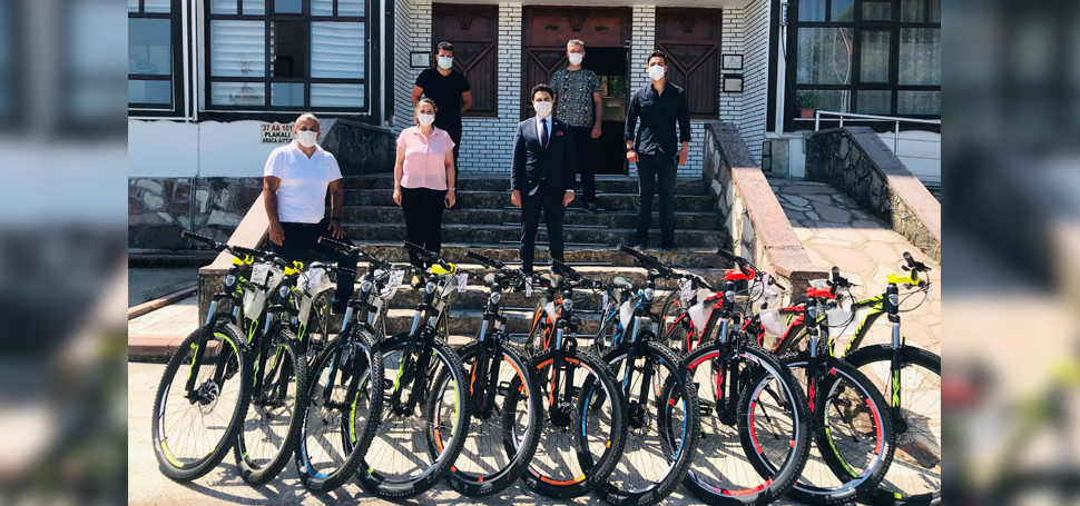 Kaymakam'dan Başarılı Öğrencilere Bisiklet