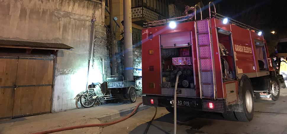 Yangında iki kişi hastaneye kaldırıldı